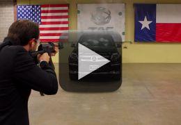 Vídeo mostra como é estar dentro de carro blindado atingido por tiros