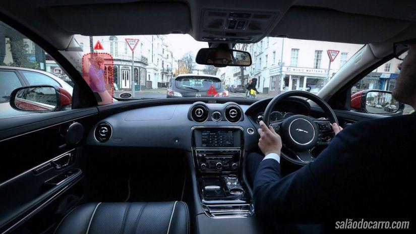 Jaguar Land Rover divulga tecnologia contra pontos cegos
