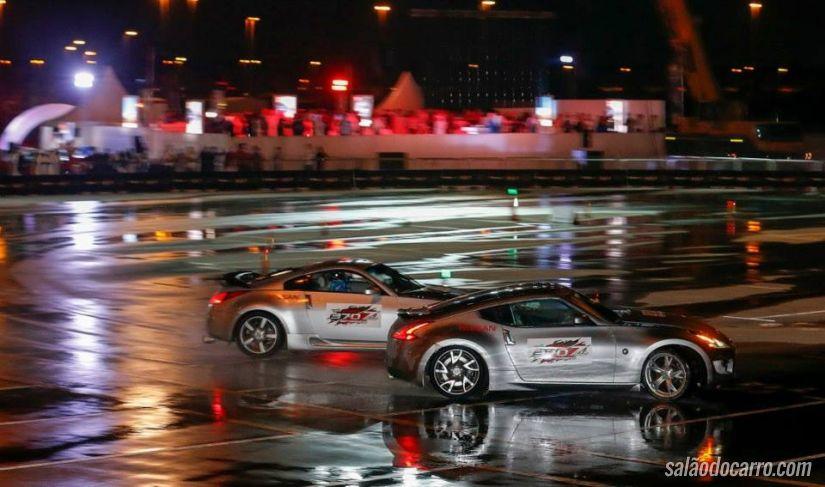 Confira o incrível drift de dois carros promovido pela Nissan