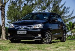 Teste do Toyota Etios Platinum hatch