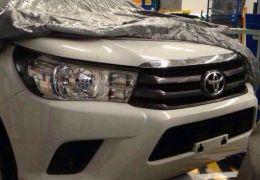 Nova geração do Toyota Hilux aparece sem disfarces