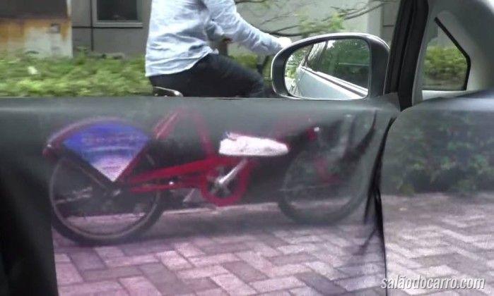 """Engenheiros japoneses criam tecnologia para tornar carros """"transparentes"""""""