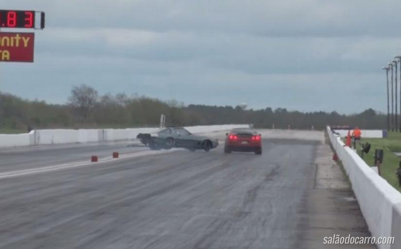 Carros derrapam e batem durante prova de arrancada