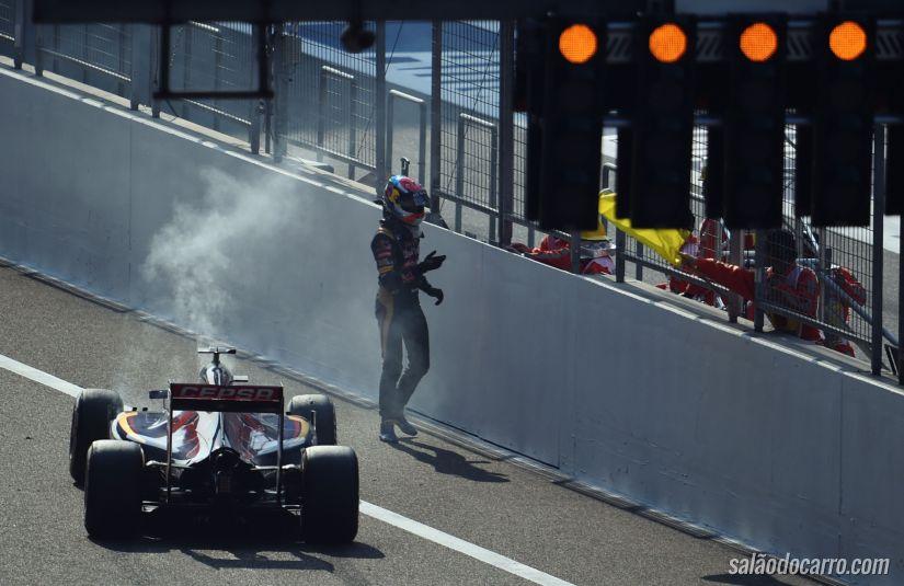 Chineses se atrapalham na hora de tirar carro da pista no último GP de F1