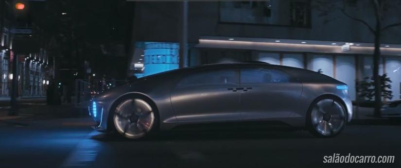 Mercedes lança comercial que ressalta a segurança de veículo autônomo
