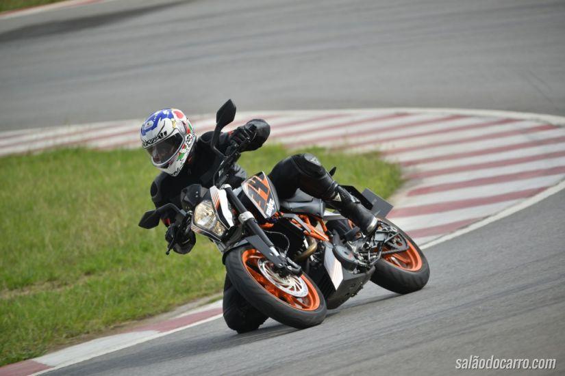 KTM 390 Duke ABS chega ao Brasil com 44 cv