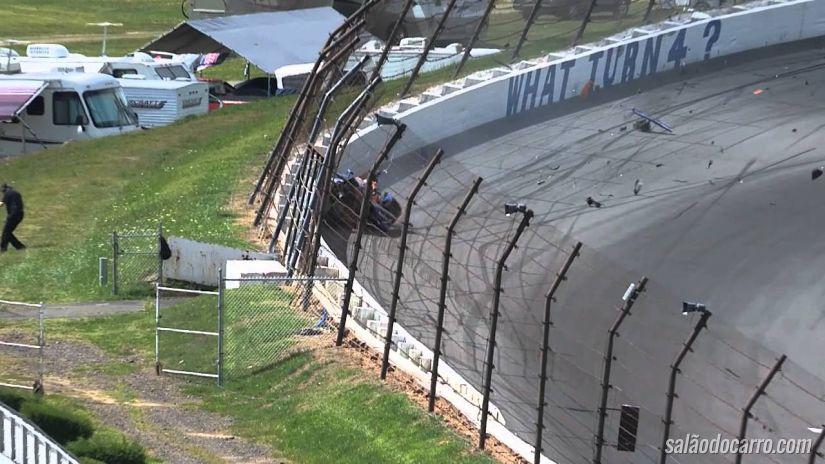 """Piloto da Indy """"decola"""" com carro durante tomada de tempo"""
