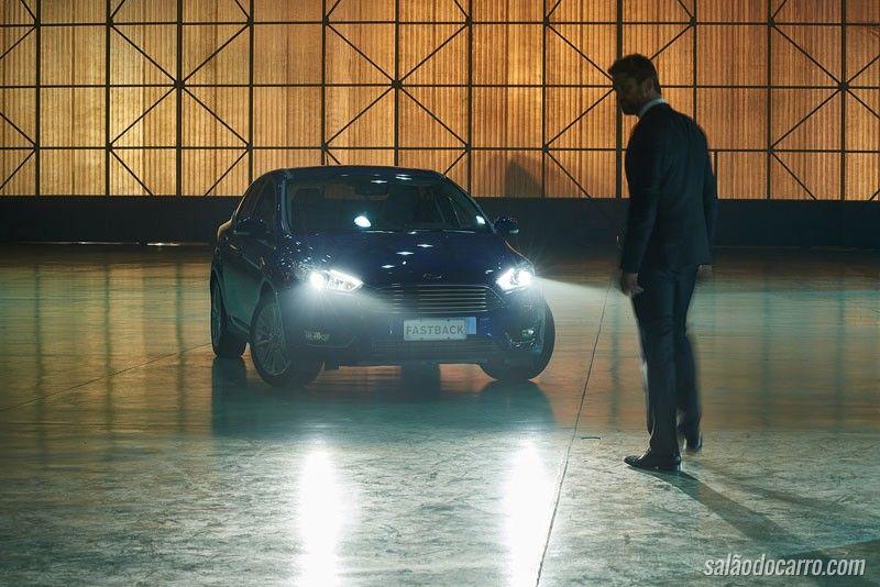 Gerard Butler grava comercial da Ford no Brasil