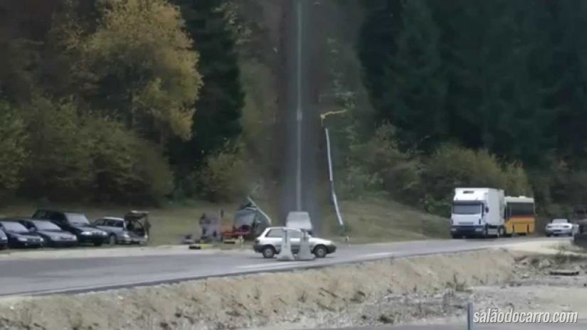Veja o que acontece quando um carro bate a 200 km/h