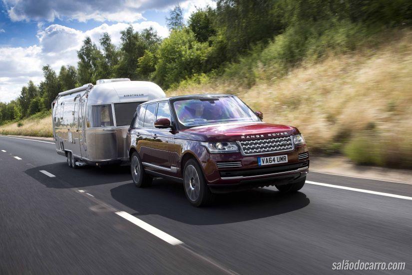 Land Rover cria mecanismo para deixar o reboque invisível