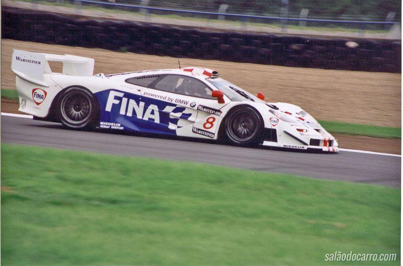 Confira o desempenho da Mclaren F1 GTR na pista