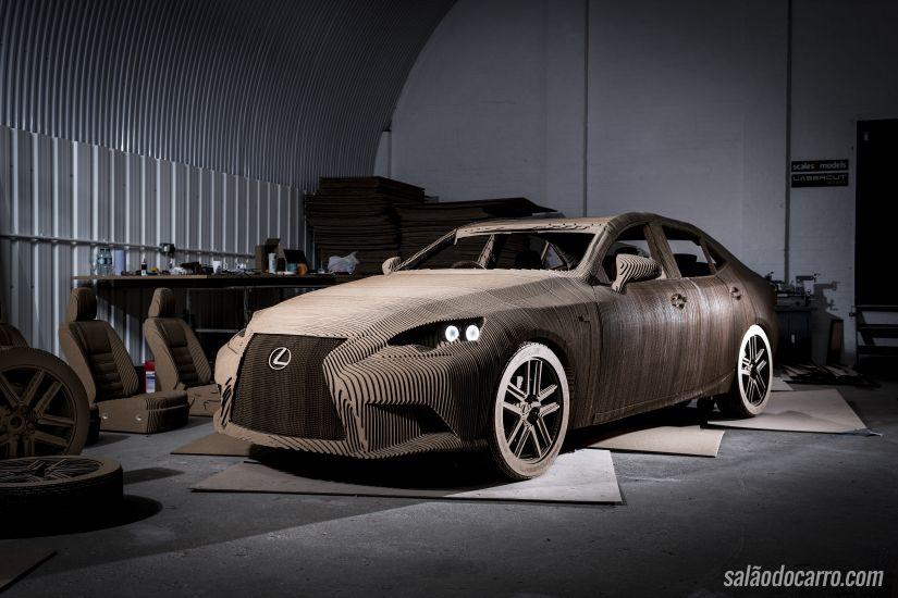 Confira um Lexus IS feito de papelão