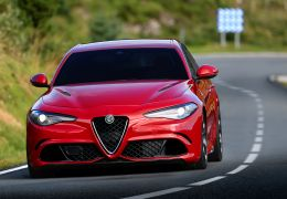 Alfa Romeo Giulia a diesel é flagrado na Itália