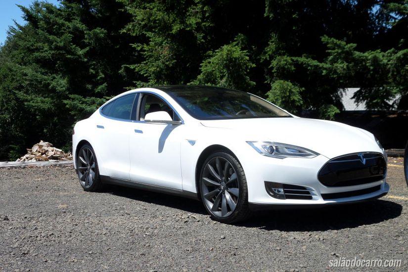 Veículos da Tesla recebem funções autônomas