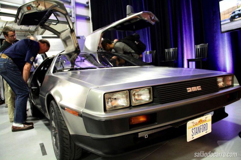 """Universidade cria carro semelhante ao veículo do filme """"De Volta para o Futuro"""""""