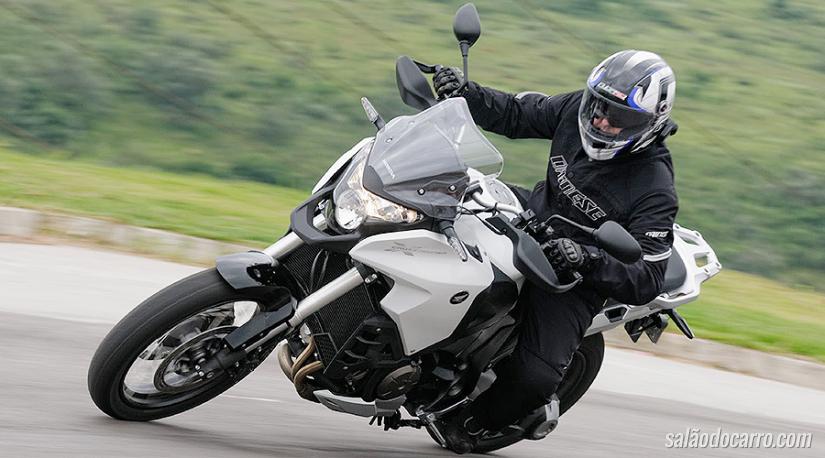 Honda renova VFR 1200X para 2016