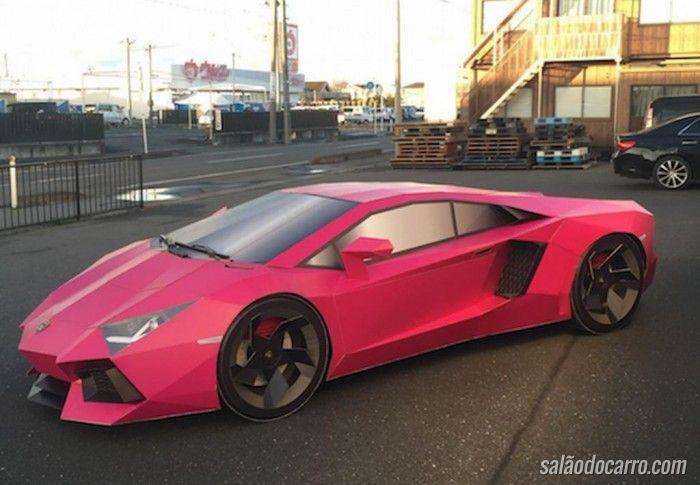 Conheça a Lamborghini feita de papelão