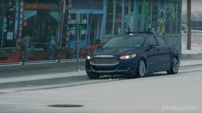 Ford apresenta carro sem motorista que anda na neve