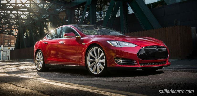 Tesla divulga novo vídeo de carro interagindo com casa inteligente