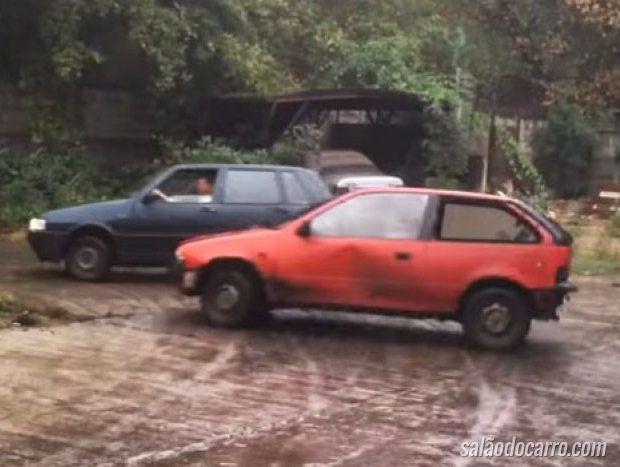 Confira um Fiat Uno e um Suzuki Swift competindo em um drift
