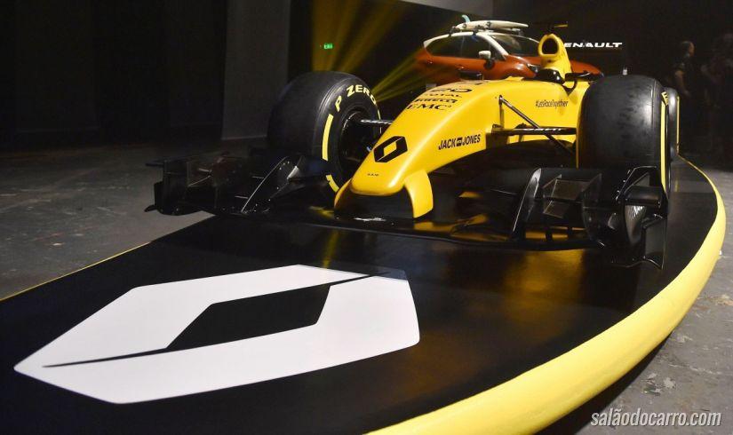Renault apresenta novo carro para F1 nas ondas das praias de Melbourne