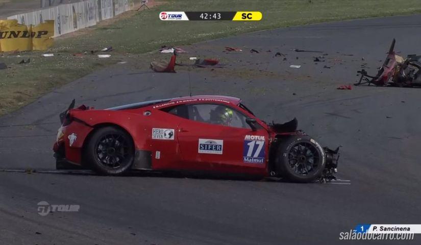 Piloto se envolve em acidente com Ferrari 458 GT3