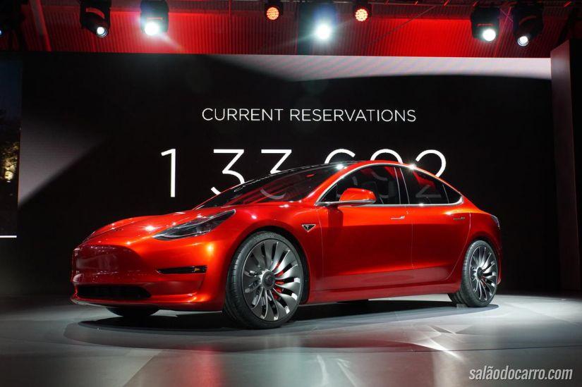 Tesla revela o Model 3 sob grande expectativa