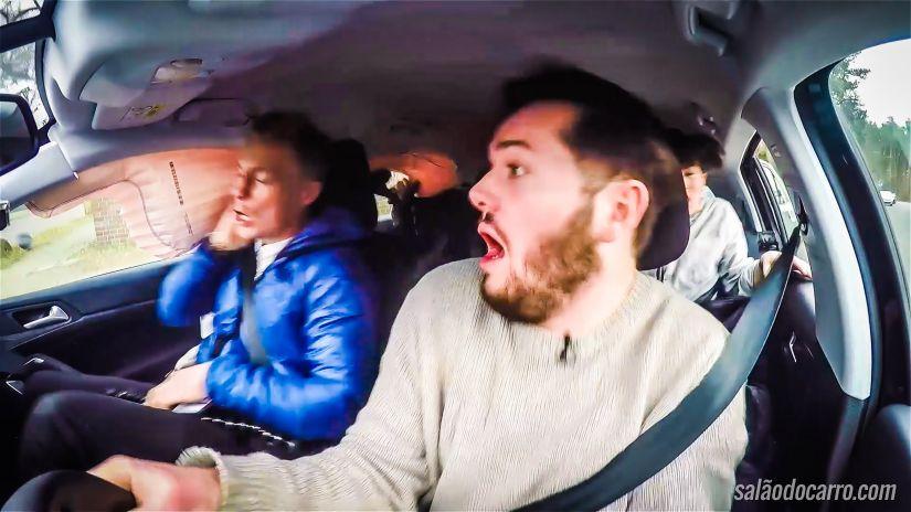 Youtuber grava própria colisão e acionamento do airbag lateral
