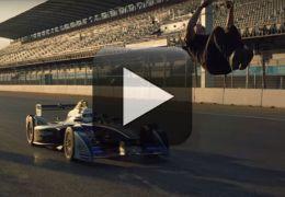 Dublê salta por cima de carro de Fórmula E