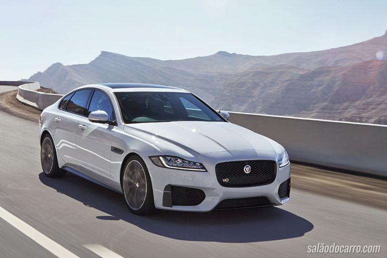 Jaguar XF sofre mudanças na direção e material