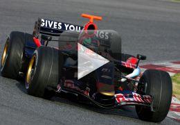 Confira o processo de pintura do carro da Toro Rosso