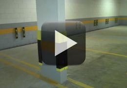 Motorista bate em 17 carros dentro de estacionamento