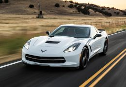 Novo Corvette pode ter motor central traseiro