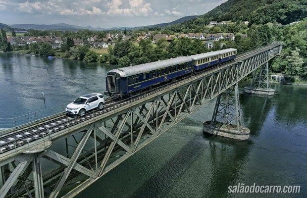 SUV puxa trem pesando 108 toneladas