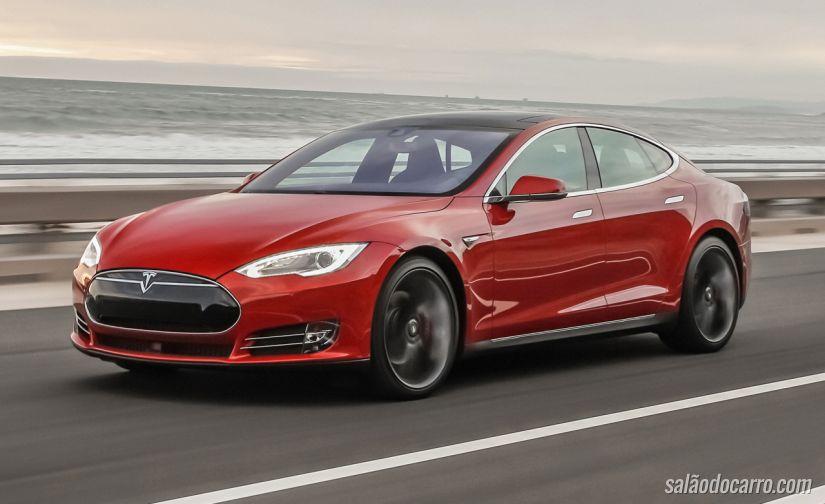 Vídeo mostra Tesla enfrentando pista cheia de água