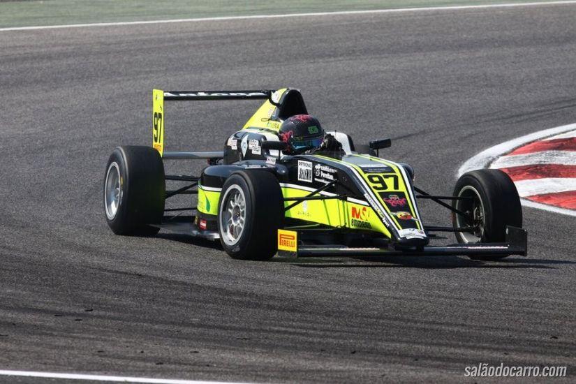 Piloto brasileiro sofre acidente na Fórmula 4