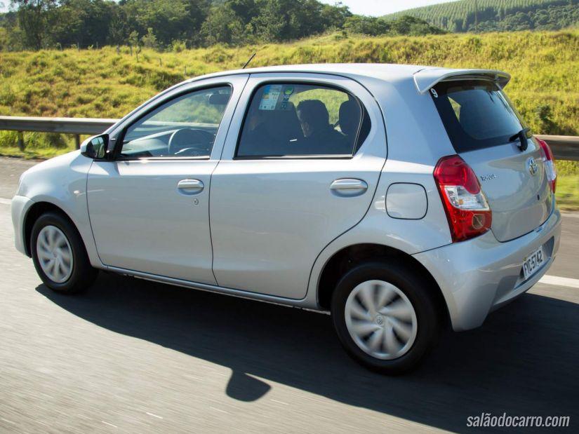 Toyota Etios sofre reajuste na linha automática