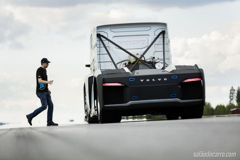 Caminhão consegue quebrar recorde de velocidade