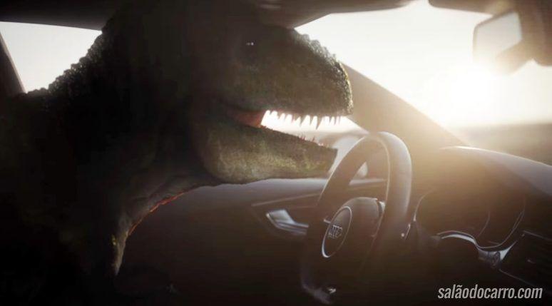 Comercial da Audi mostra dinossauro feliz com carro autônomo