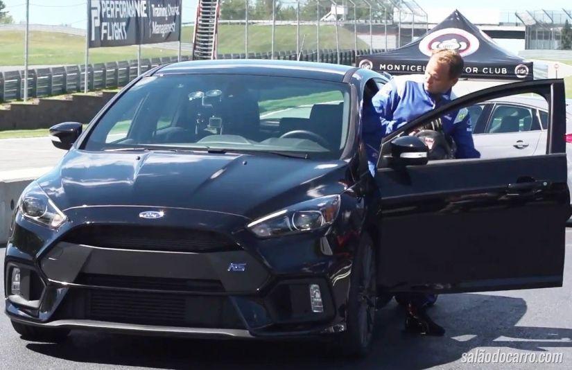 Ben Collins ensina técnicas de pilotagem com Ford Focus RS