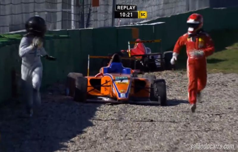 Piloto foge de rival depois de acidente na F4 alemã