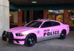 Carros cor de rosa tomam as ruas em Outubro Rosa