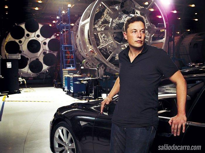 Tesla divulga novo vídeo com carro andando sozinho