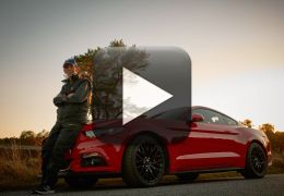 Idoso realiza sonho e compra um Ford Mustang