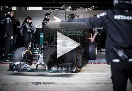 Campeão de MotoGP aparece testando carro de F1