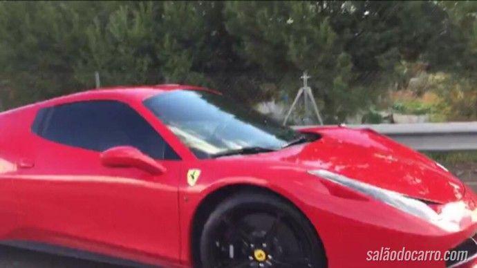 Neymar se envolve em acidente com sua Ferrari