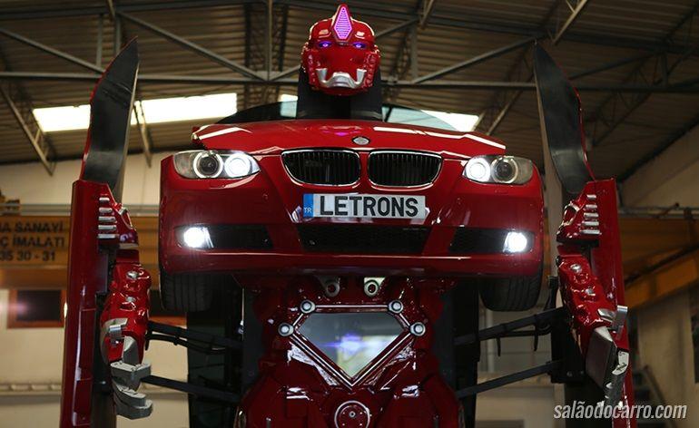 Empresa cria carro que vira robô de verdade