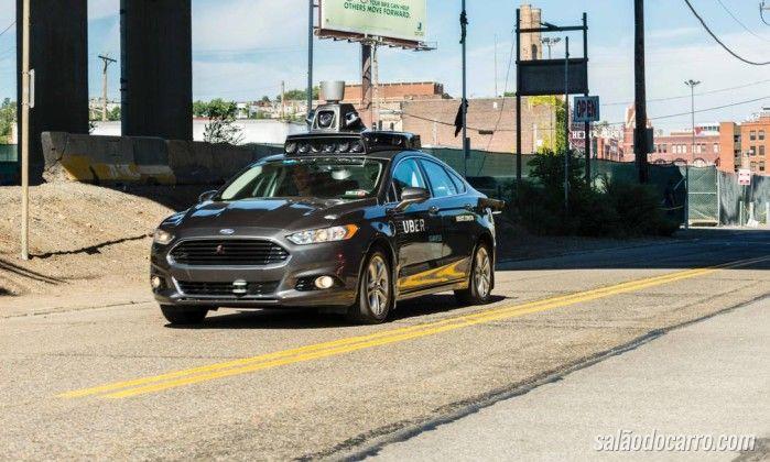 Uber autônomo passa sinal vermelho. Veja o vídeo!