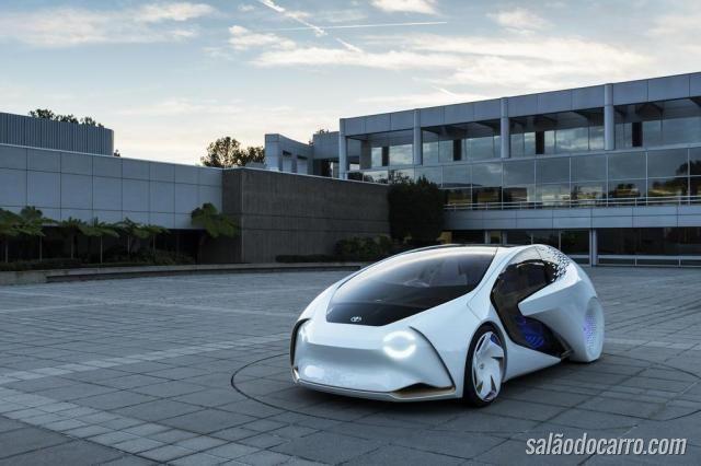 Autônomo da Toyota interage com condutor e outros carros