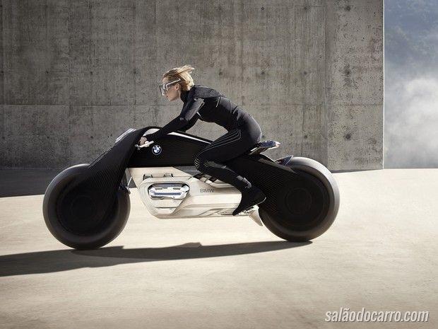 BMW apresenta moto que nunca cai
